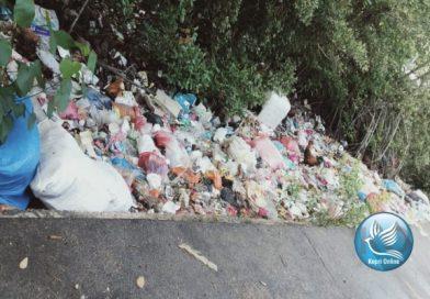 Bau Busuk Dari Tumpukan Sampah Disimpang Gelugur , Ganggu Pengguna Jalan